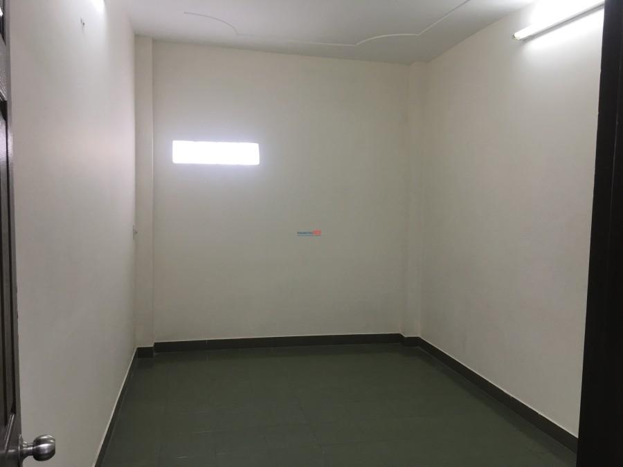Phòng cho thuê rộng ở được 4,5 người, giờ giấc tự do, cho để xe free