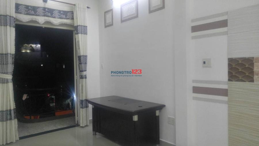 Phòng cao cấp cửa sổ, ban công thoáng mát ngay Nguyễn Duy Trinh