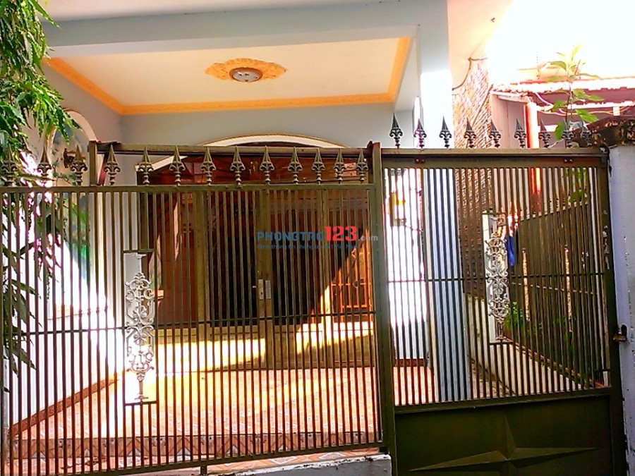 Nhà phố (1 trệt + 1 lầu) cho thuê, 180m2, đường 339, P.Phước Long B, Q.9
