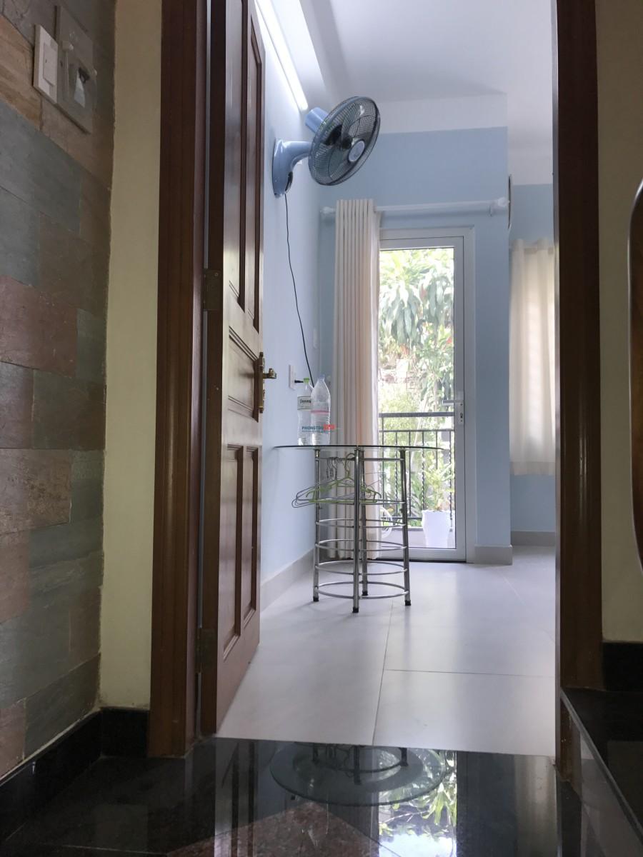 Phòng 24 m2, mới sạch sẽ thoáng mát tại đường Hoà Hưng, phường 13, quận 10