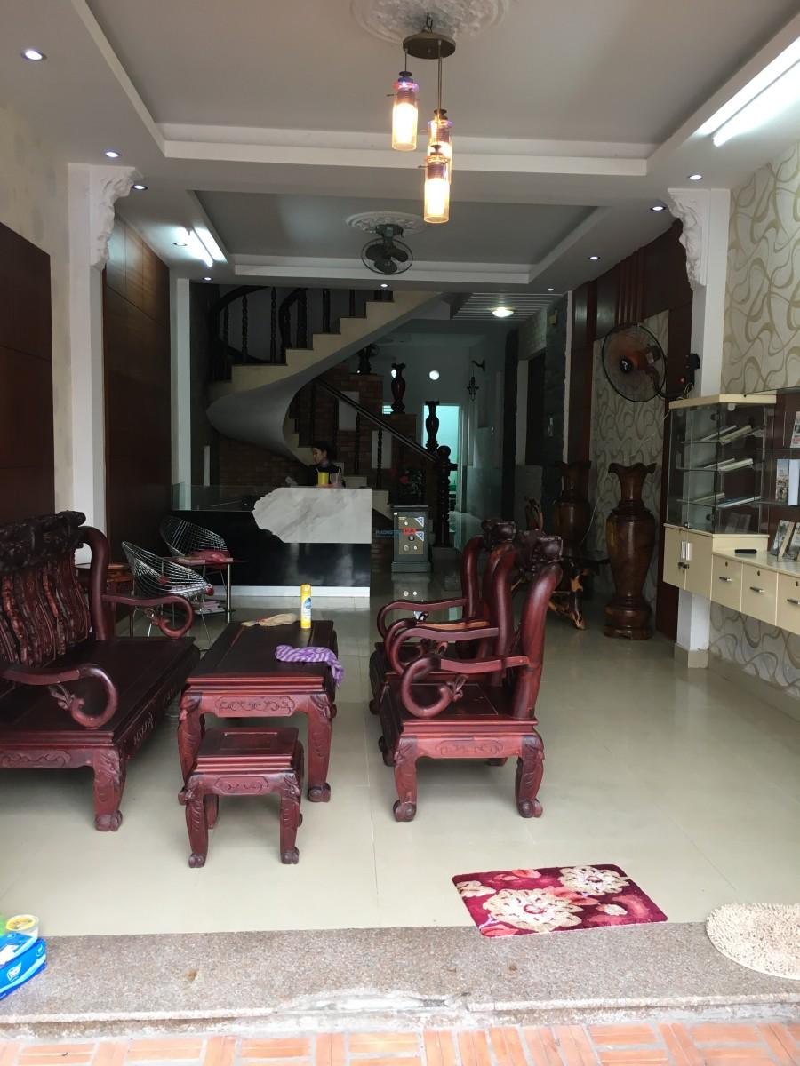 Cho thuê phòng trọ trong nhà, giá 2,5-3,5tr/tháng. Lh 0933636396