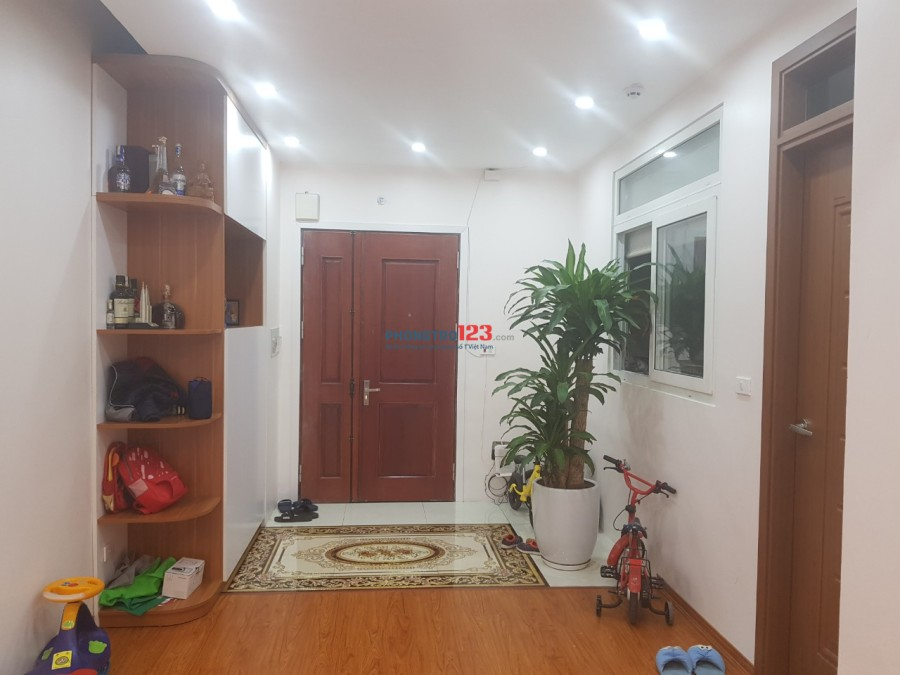 Cho thuê căn hộ chung cư ở 199 Hồ Tùng Mậu 3 phòng ngủ đồ cơ bản 6,5 triệu/tháng