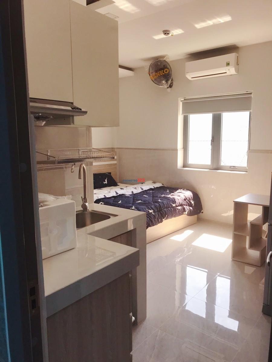 Cho thuê căn hộ dịch vụ ngay mặt tiền đường, có ban công trung tâm SG