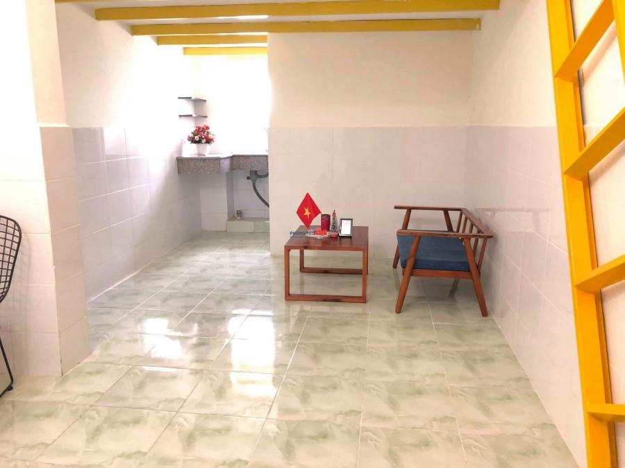 Chính chủ cho thuê phòng gác lửng an ninh, giờ giấc tự do giá từ 3tr3/tháng đường Tân Trụ, Tân Bình