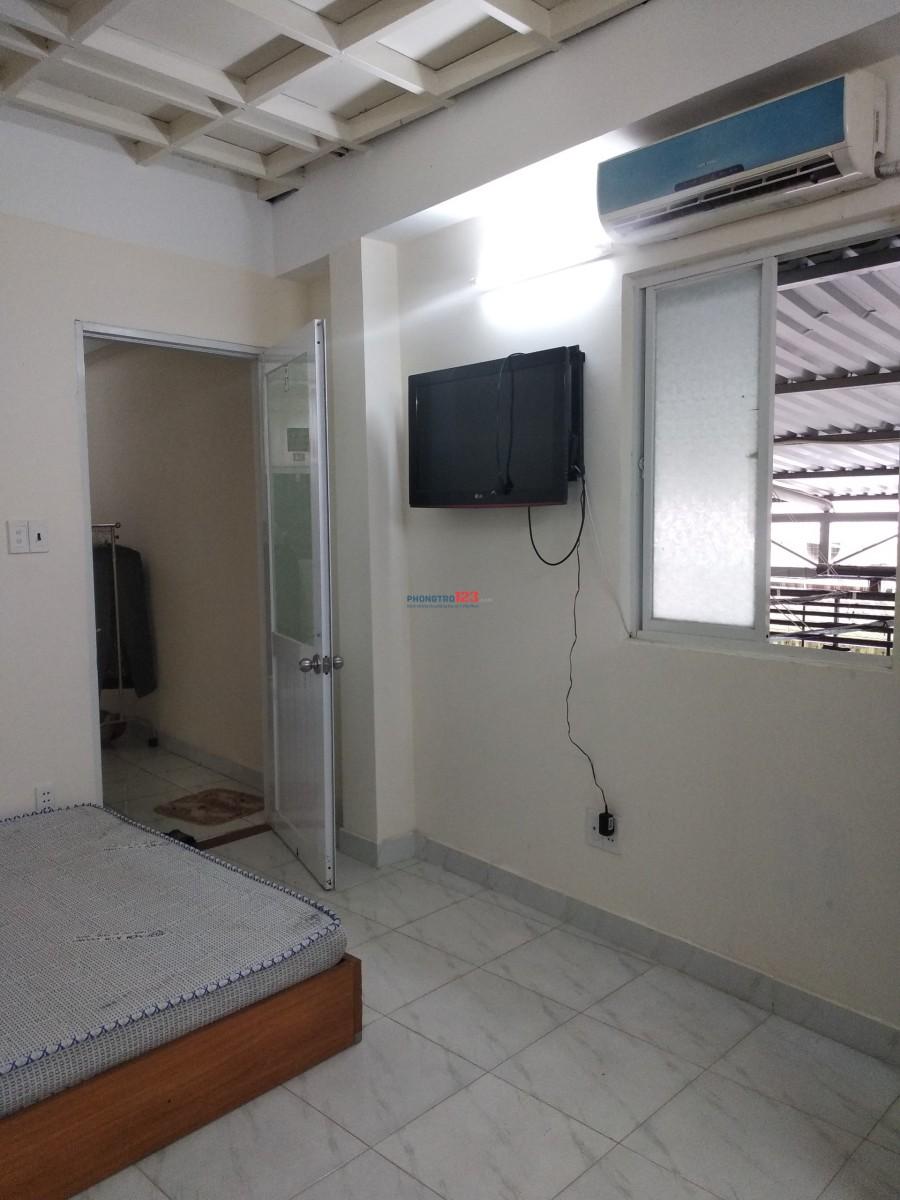 Phòng cho thuê có máy lạnh cửa sổ quận 7