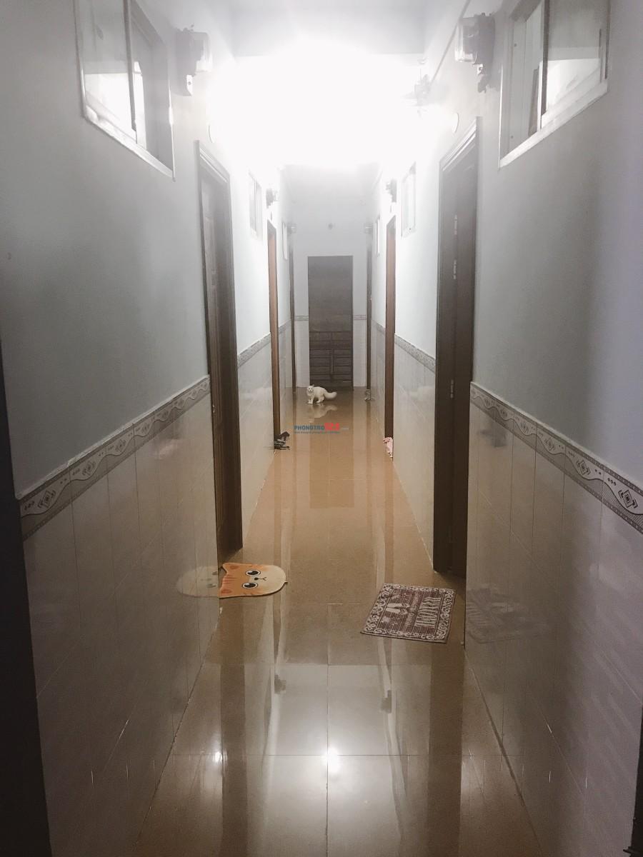 Phòng trọ Quận 4 20m2 sạch sẽ thoáng mát