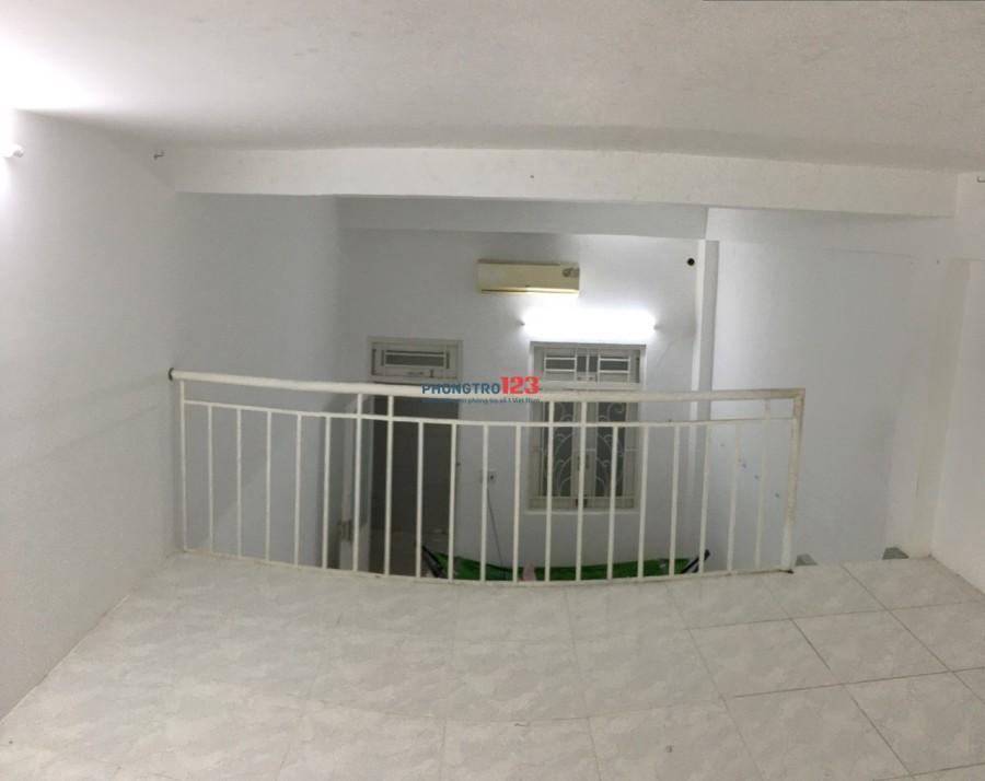 Phòng Gác lửng,Ban công thoáng mát,Máy Lạnh,Giờ TD,BV 24/24,DT 35m2,Giá 3,8tr tại 457 HTP,gần KCX Tân Thuận,Q.7