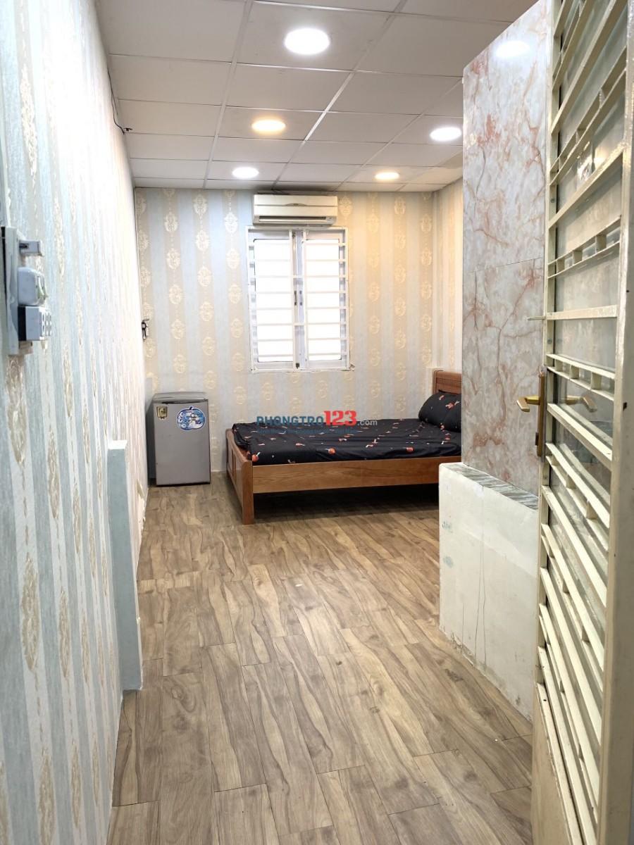 Phòng đẹp cho thuê full nội thất gỗ mới giá 4tr5/ tháng gần chợ Phạm Văn Hai, quận Tân Bình