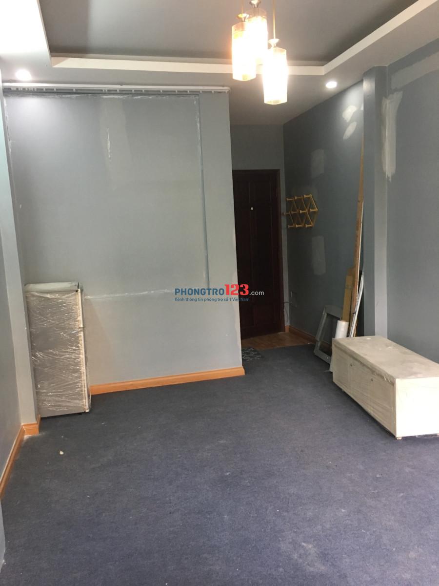 Phòng có ban công, máy lạnh 32m2, giờ tự do ở được 3-5 người, wifi free, 4,5 triệu/tháng
