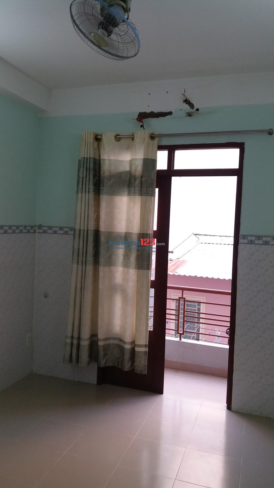 Cho thuê phòng 16 m2 đường CMT8, P.11, Q.3. Giá 3,2 triệu