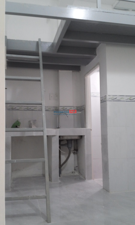 Nhà mới - Chính chủ. Đầy đủ bếp, gác, camera an ninh, thoáng mát, WC