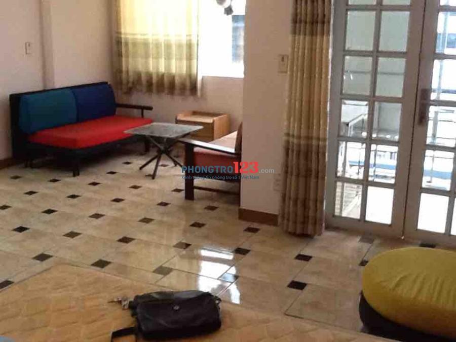 Phòng trọ đầy đủ tiện nghi có Bancon, bếp riêng gần chợ Bà Chiểu rộng 30m2
