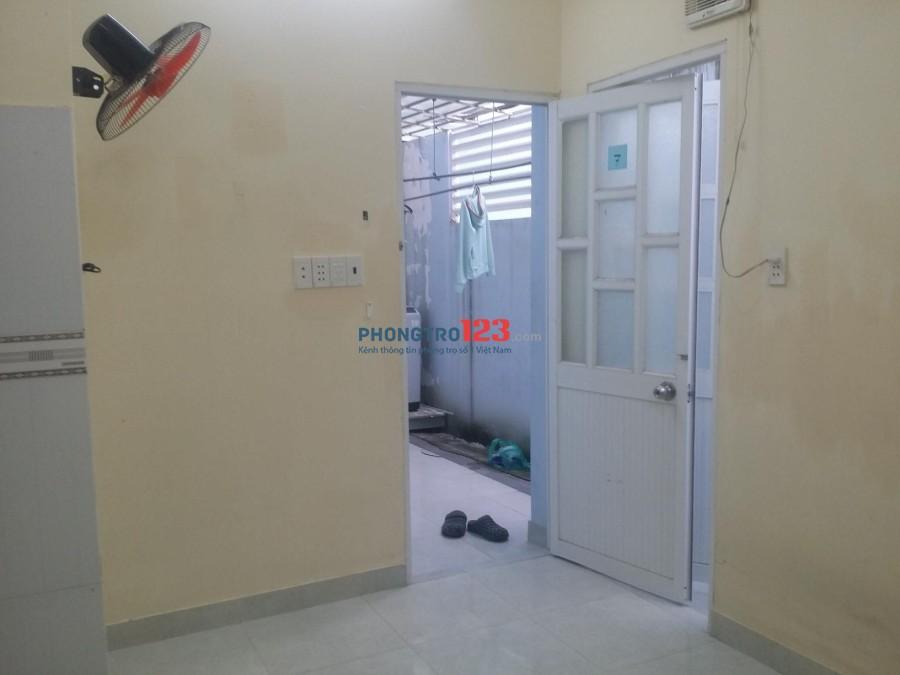 Thuê phòng 3 triệu phòng 20m2 hẻm 500 Đoàn Văn Bơ, Quận 4