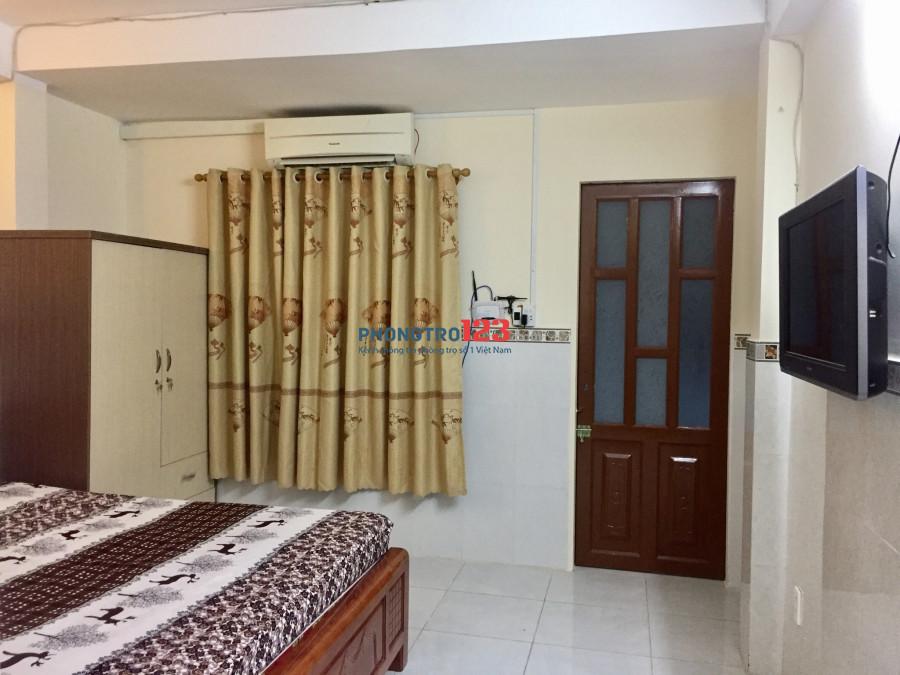 Cho thuê phòng Phú Nhuận, full nội thất, bếp riêng, sân có máy che trước phòng đến 20m2, siêu thoáng