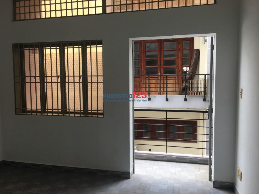 Cho thuê nguyên tầng lầu, 2 phòng ngủ, có ban công thoáng mát, ko giới hạn người ở, giờ tự do, cho để xe free