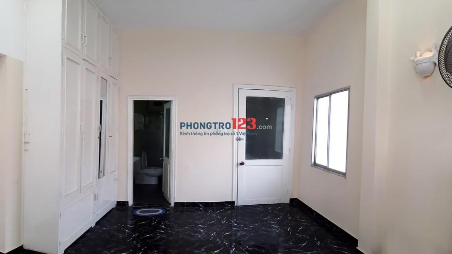 Cho thuê 2 phòng Đoàn Như Hài Q.4, rộng 36 m2, gần ĐH Luật, khu vực an ninh, hẽm xe hơi, vào ở ngay