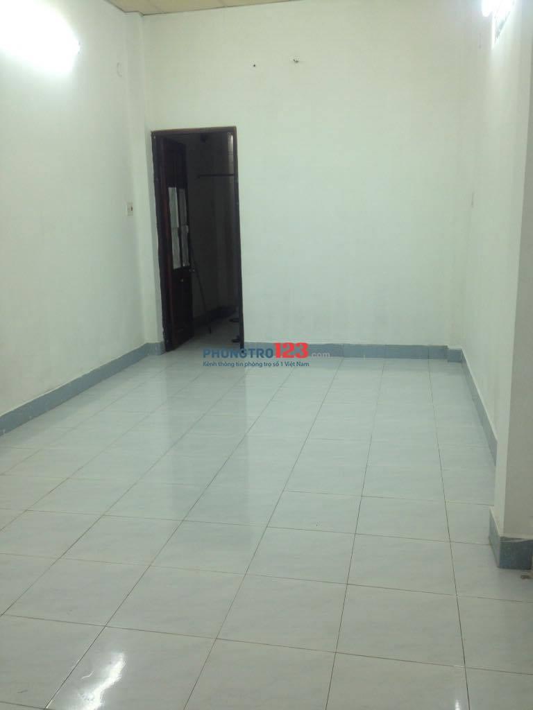 Cho thuê phòng trọ 28m2 khép kín, hẻm 576 Đoàn Văn Bơ. Giá 2tr5/tháng