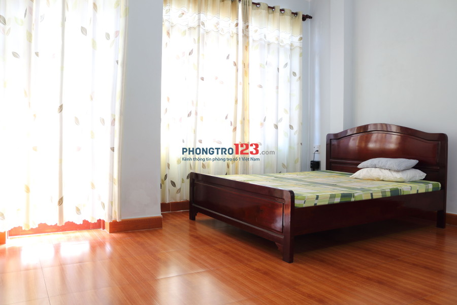 Cho thuê phòng tiện nghi, ban công, cửa sổ, cách biển Trần Phú 400m