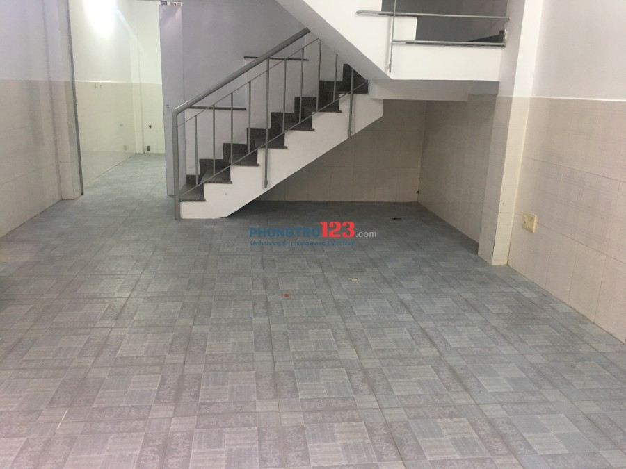 Phòng cho thuê đường Cách Mạng Tháng Tám, nhà mới sơn sửa, sạch sẽ, giờ tự do, cho để xe free