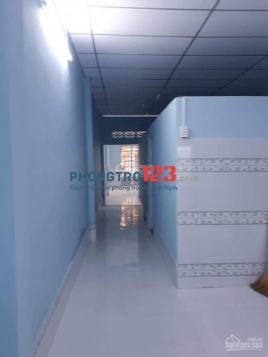Tôi cần cho thuê căn nhà cấp 4, 100m2, 2 phòng ngủ, gần đường Phạm Văn Đồng, hẻm xe hơi vào