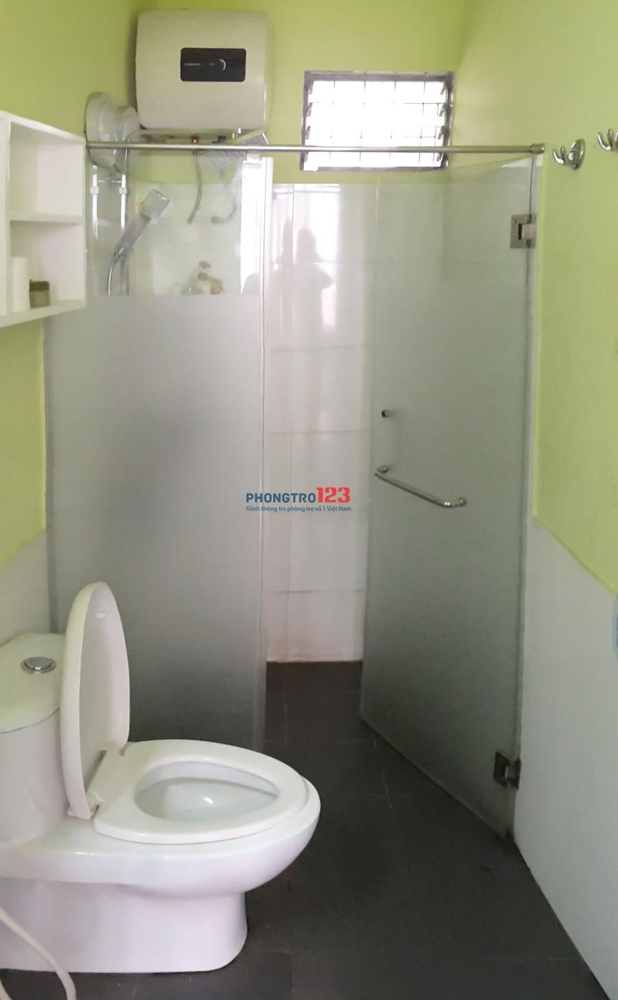 Cho thuê phòng Q.4, nội thất cao cấp, rộng 36 m2, gần ĐH Luật, khu vực an ninh, hẽm xe hơi, vào ở ngay