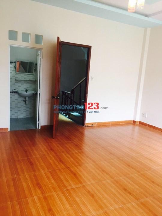 Phòng trọ Quận 3 mới xây sàn gỗ sạch sẽ full nội thất tiện nghi