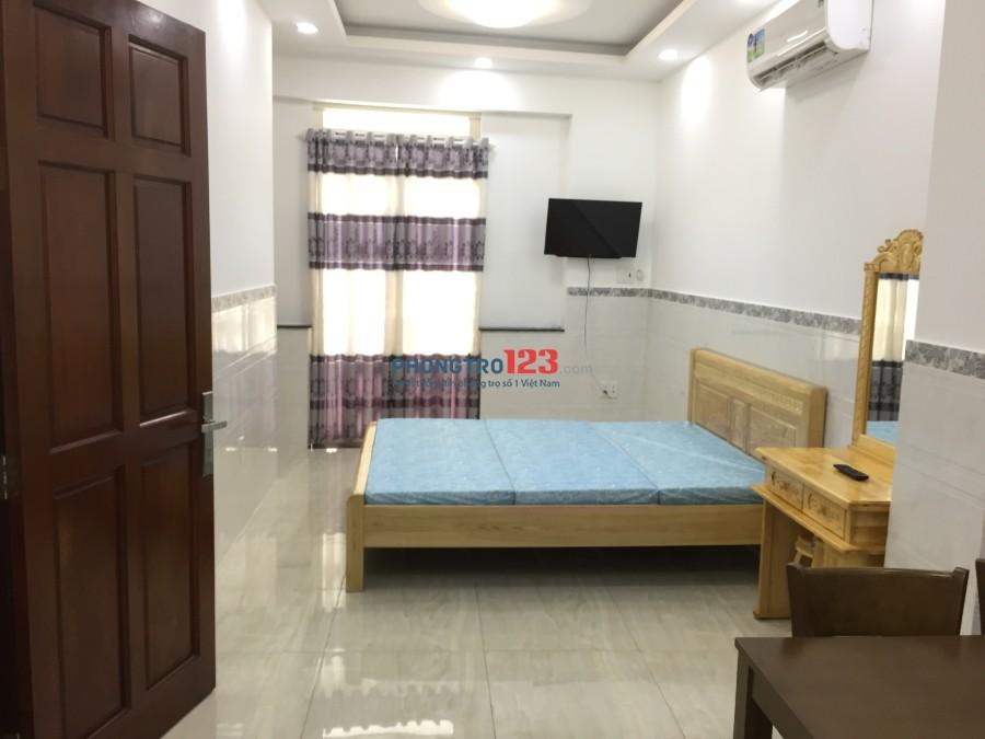 Cho thuê phòng rộng 28m2 có ban công full nội thất tiện nghi tại Đoàn Văn Bơ, Q.4. Giá 7tr/tháng