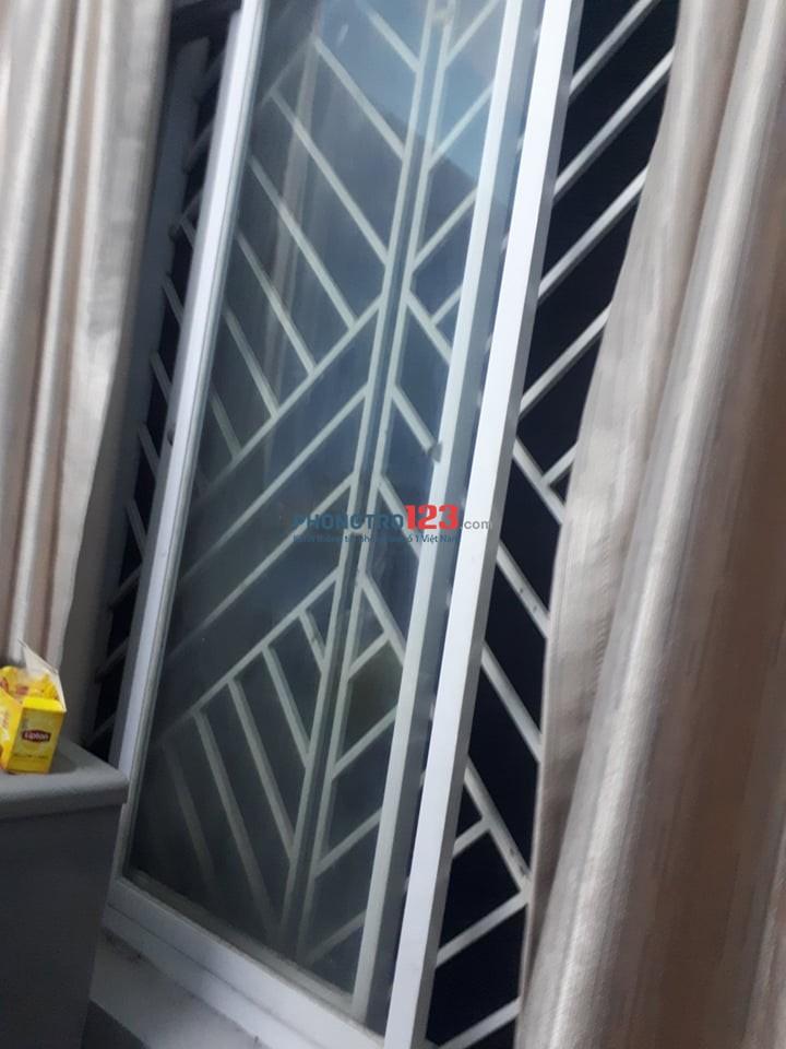 Nhượng gấp phòng nội thất, có bếp, phòng chụp như dưới, gần ngã 4 Chu Văn An, Bình Thạnh