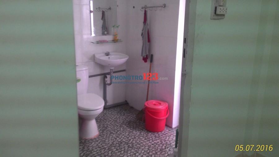 Phòng trọ Phú Nhuận, wc trong phòng, quạt, tủ âm tường, giờ tự do