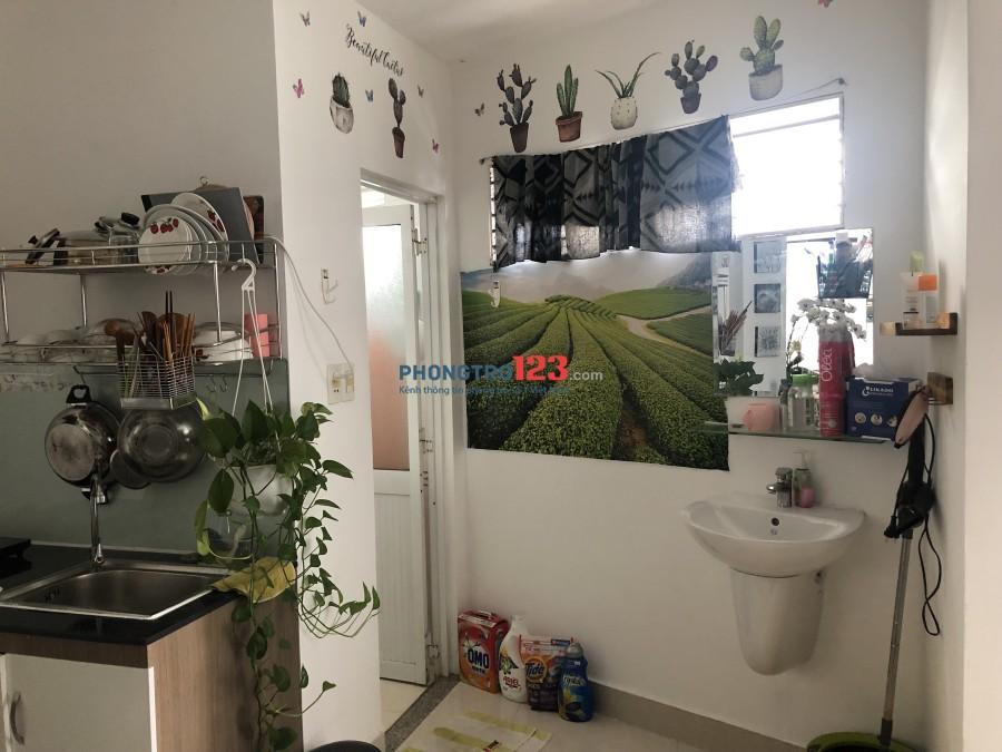 Cần cho thuê phòng rộng rãi 30 m2 Bàn Cờ, quận 3, bếp và toilet riêng, đầy đủ nội thất như căn hộ mini