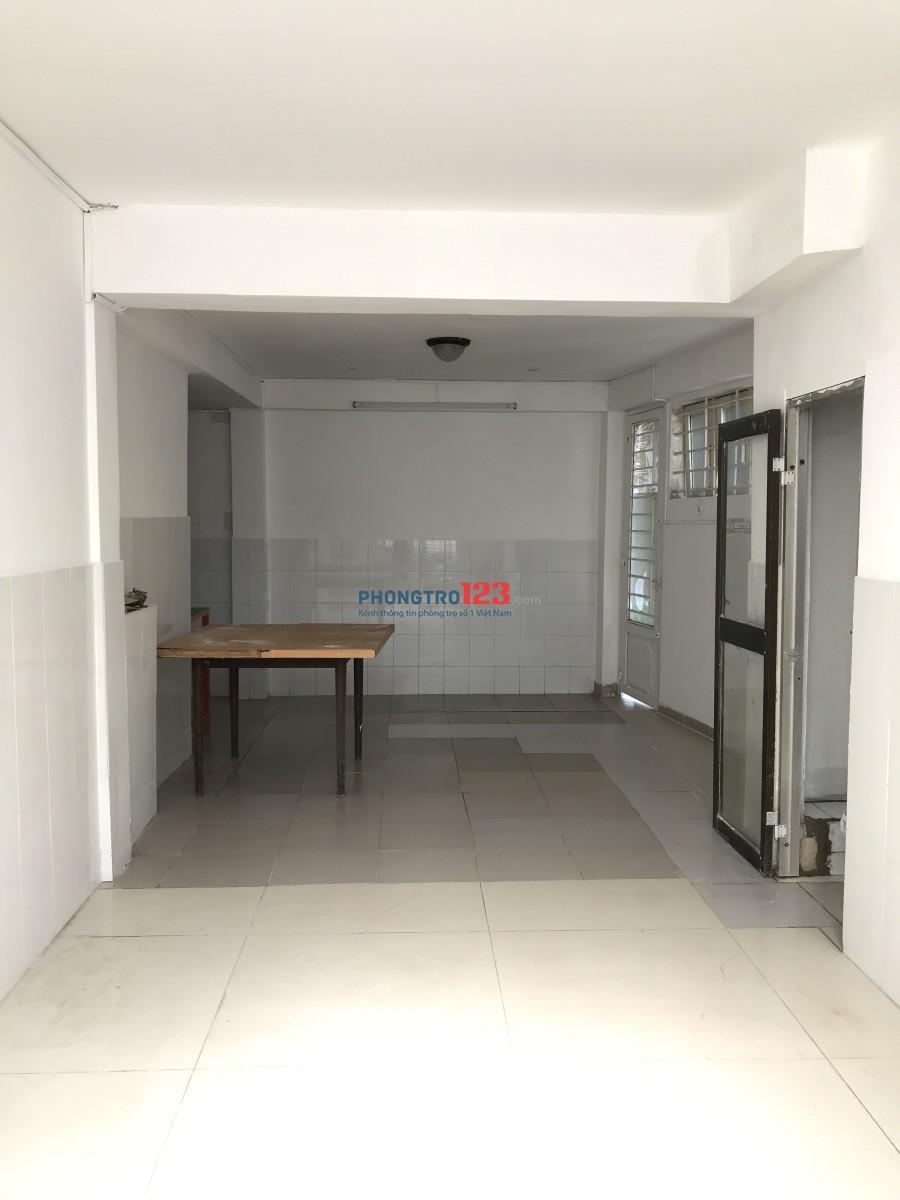 Phòng ở thích hợp gia đình, gần chợ Hoàng Hoa Thám, giáp Phú Nhuận, 5 phút ra Phan Xích Long
