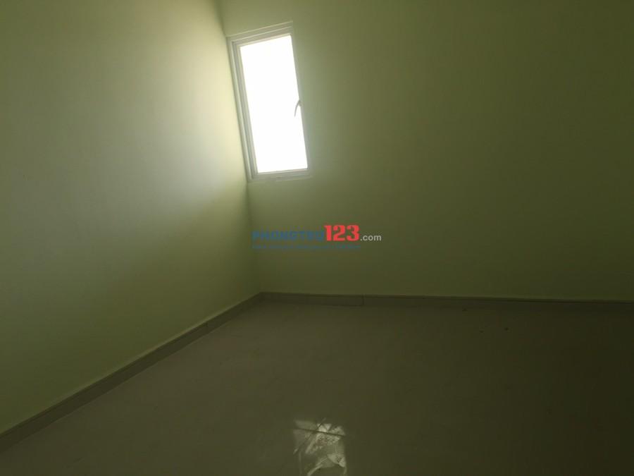 Cho thuê căn hộ 61m2 2 PN Quận 8, nhà trống