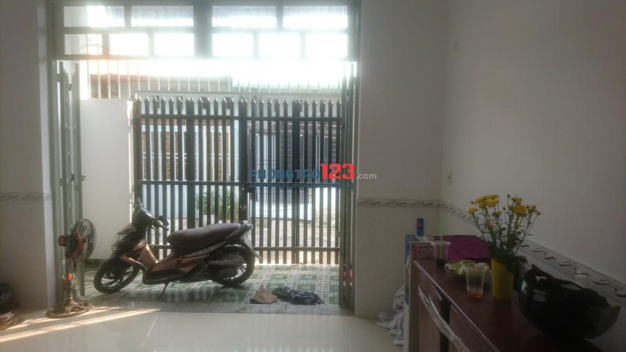 Nhà cho thuê, 1 phòng khách, 3 phòng ngủ, 1 phòng bếp (nội thất gỗ)