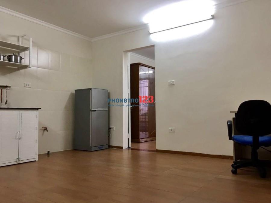 Căn hộ  45m2 1 phòng khách 1 phòng ngủ full đồ riêng tư sáng sạch thoải mái, xách vali đến ở luôn 310 Nguyễn Văn Cừ