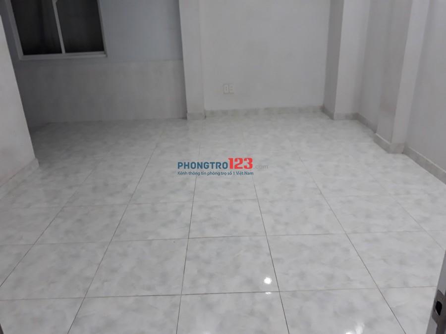 Phòng sạch sẽ, thoáng mát, kệ bếp, tủ bếp, tủ lạnh dt 25m2 giá 3tr/tháng mặt tiền đường Tân Sơn