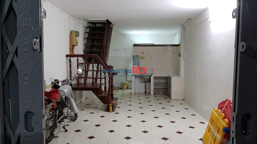 Cho thuê nhà 1 lầu 2pn ngay trung tâm Q5 Đường An Dương Vương LH Ms Lụa 0977744237