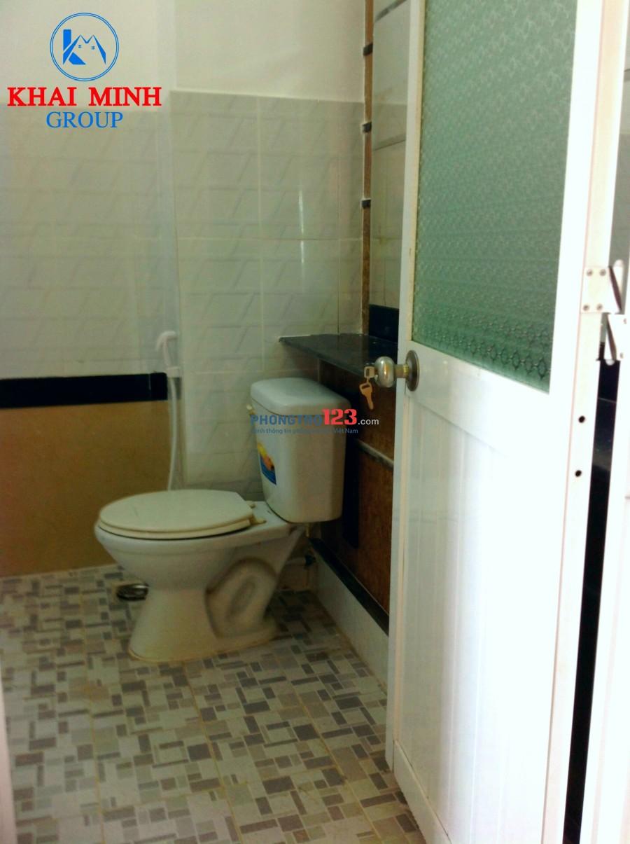 Phòng rộng 40m2, có ban công, wc riêng- gần Hàng Xanh, số 42 Chu Văn An, Bình Thạnh