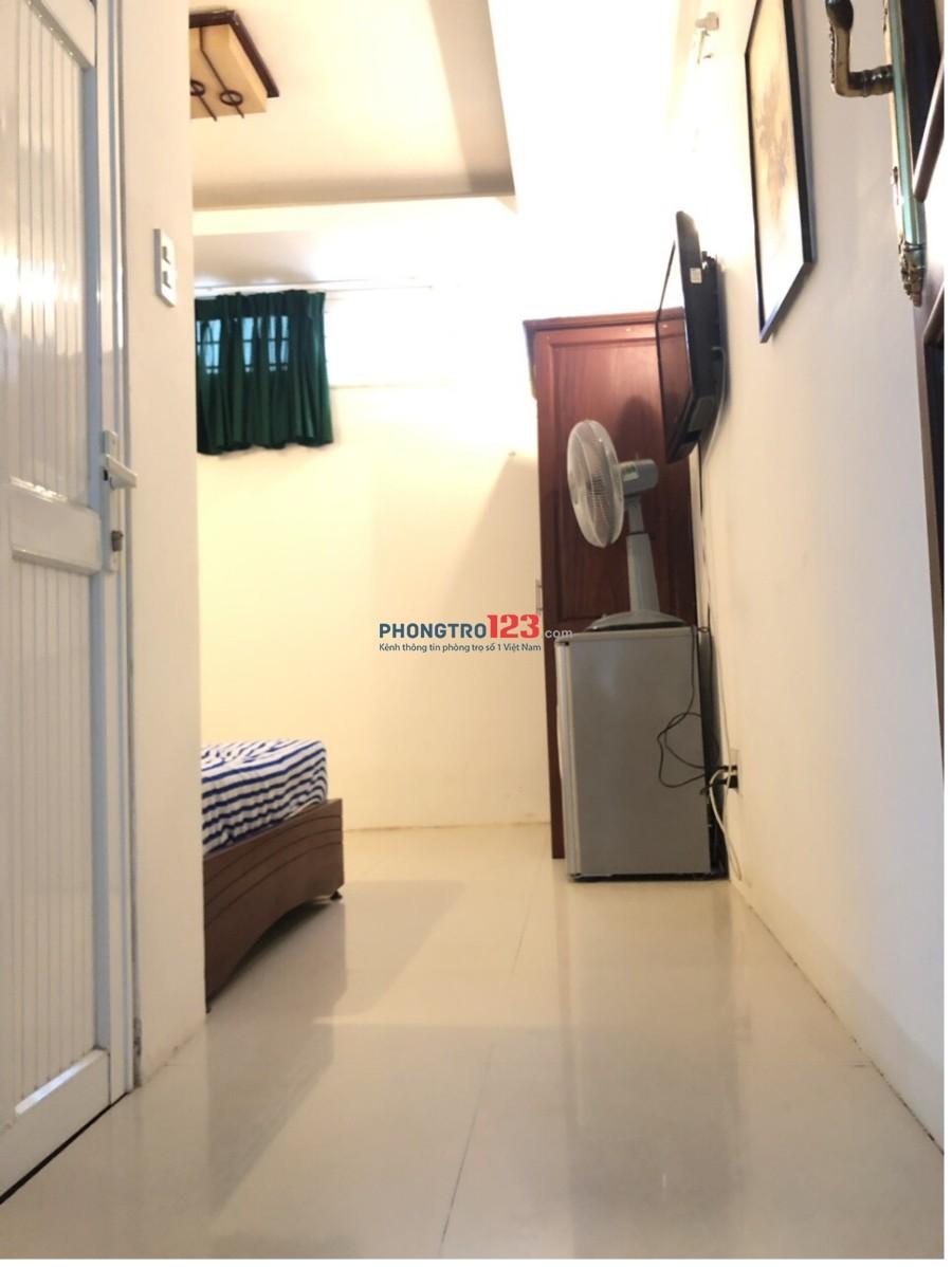 Phòng cho thuê giá rẻ, có nội thất đường Lý Chính Thắng, Quận 3