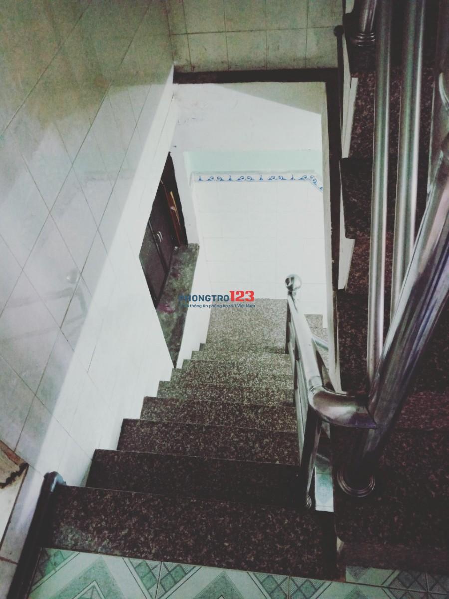 Cho thuê nguyên lầu 1 rộng 33m2, giá 3,2tr//tháng hẻm 888 Lạc Long Quân, Tân Bình. LH: Cô Ngà
