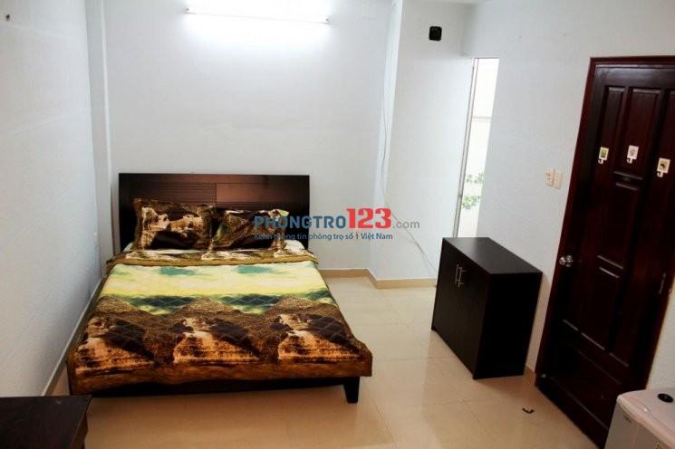 Phòng 20m2, đầy đủ tiện nghi trong tòa nhà có thang máy, bảo vệ Nguyễn Oanh giá 3tr2/tháng