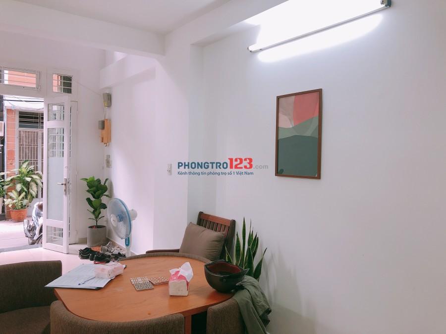 Cho thuê mặt bằng kinh doanh hẻm Trần Hưng Đạo, Q.1, diện tích 30m2, giá 8,5tr. LH: Anh Dũng
