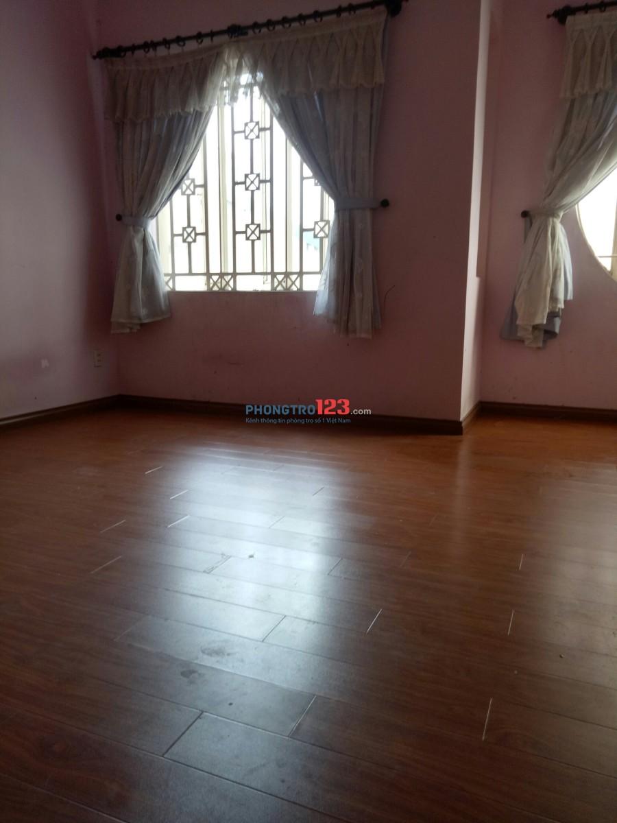 Phòng 25m2 thoáng mát, sàn gỗ tủ gỗ sang trọng ngay Huỳnh Văn Bánh