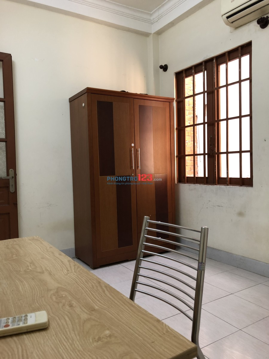 Cho thuê phòng có ban công, máy lạnh, 2 phòng ngủ, có nội thất, dt 40m2, giá 5,8tr/tháng