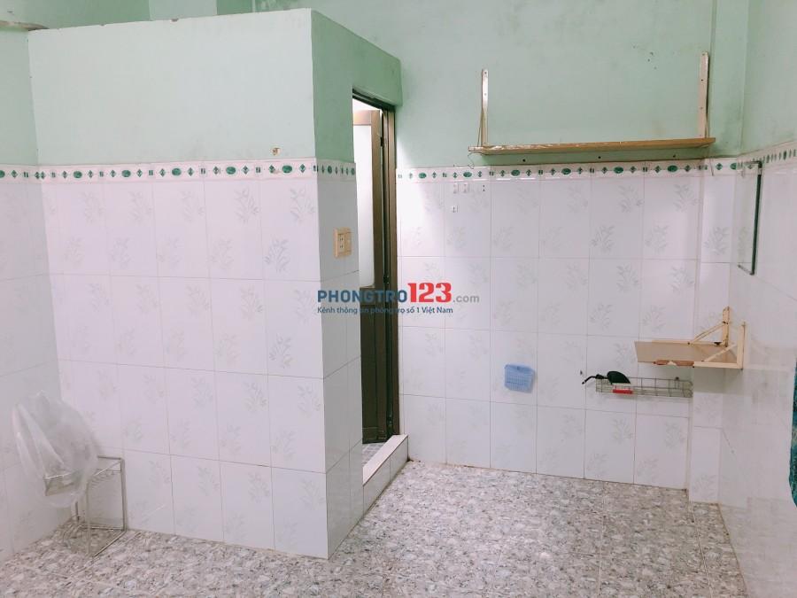 Cho thuê phòng rộng 18m2 có wc riêng trong phòng hẻm 686/99 CMT8, Q.Tân Bình, giá 3tr/tháng