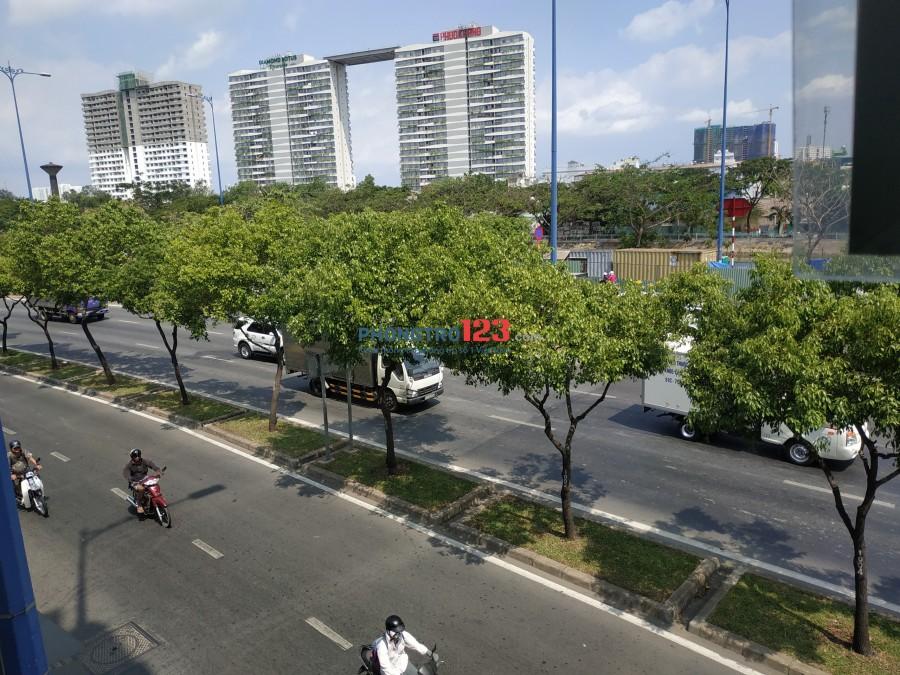 Phòng dịch vụ giờ giấc tự do, mặt tiền Võ Văn Kiệt gần chợ Hòa Bình