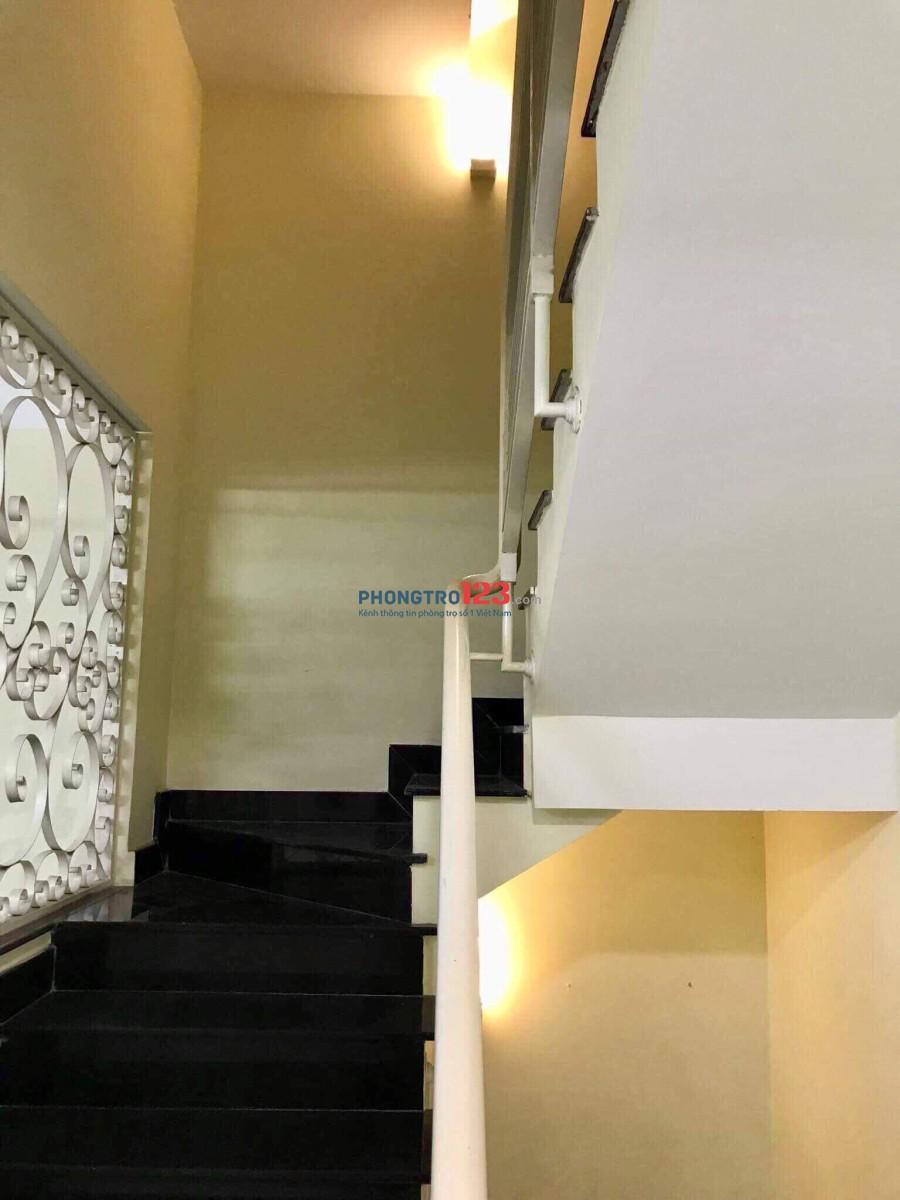 Chính chủ cho thuê phòng đẹp, thoáng mát, có máy lạnh, Hoàng Văn Thụ, 20m2, giá 3.5tr/thg