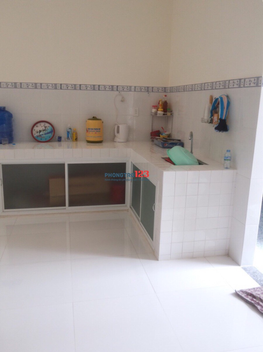 Cho thuê nhà mới 1 lầu 5x20 3pn tại Xuân Thới Thượng, Hóc Môn, giá 8tr/tháng. LH Ms Kim Loan