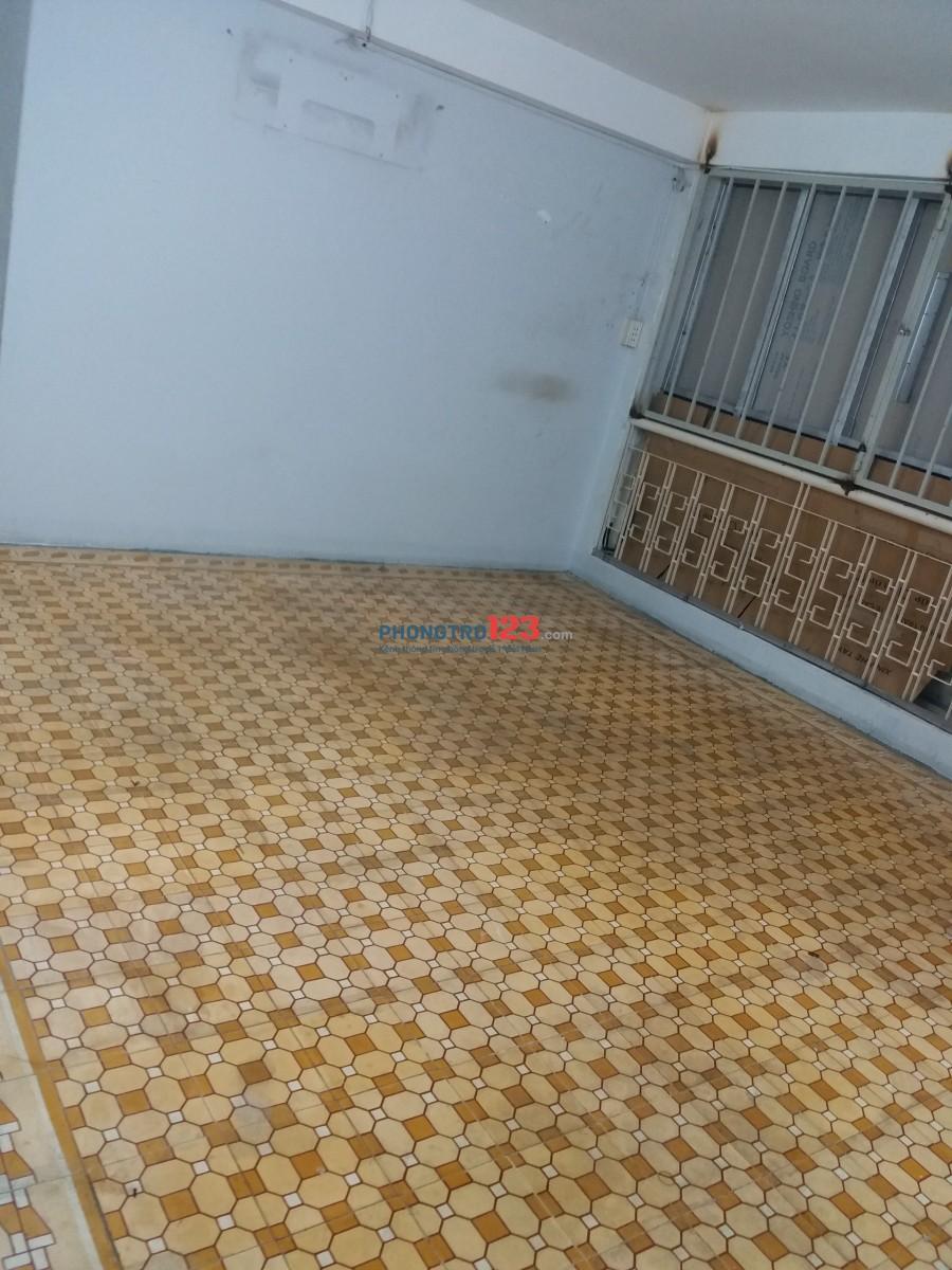 Phòng rộng 15 máy lạnh 3 - 4 người 316 Tôn Đản, Phường 4, Quận 4 gần ĐH Nguyễn Tất Thành