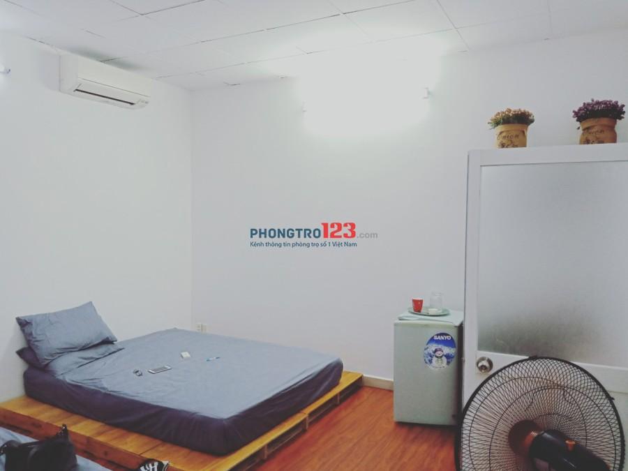Cho thuê nguyên tầng 1 ( có 3 phòng ) mặt tiền Lê Quốc Hưng P12 Q4 giá 15tr/th LH Cô Thủy