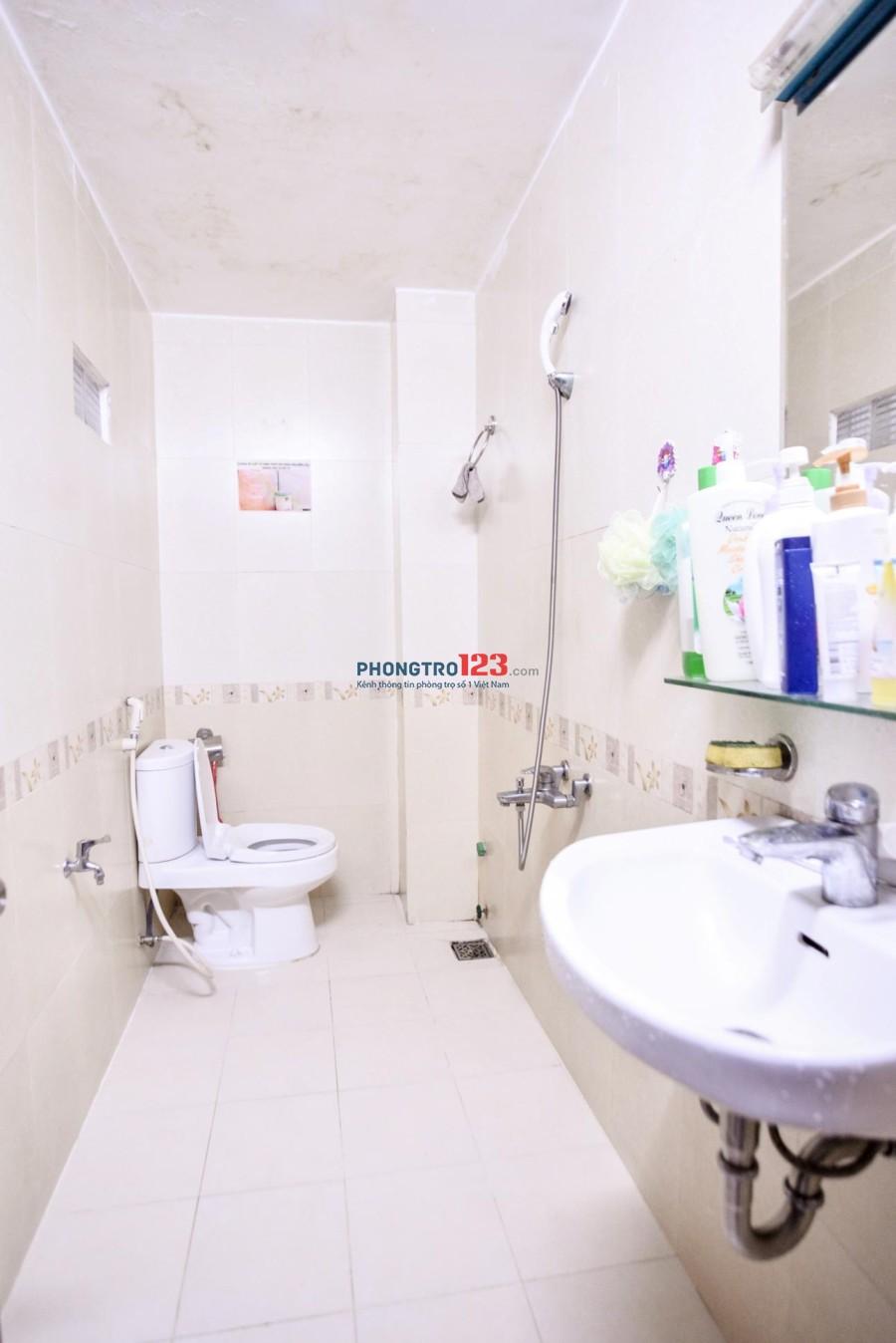 Phòng BAN CÔNG 30m2,gần SÂN BAY,bếp nấu ăn, có nội thất, free dịch vụ, vệ sinh riêng 5tr3